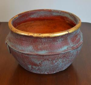 rusted pot